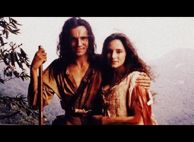 Daniel Day-Lewis e Madeleine Stowe rispettivamente Nathan Hawkeye e Cora Munro in The last of the Mohicans